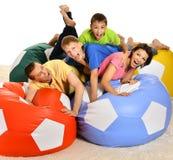 Играть семьи из четырех человек стоковое фото rf