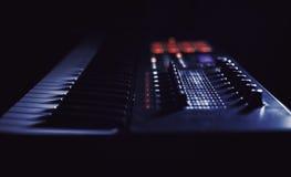 Играть современную клавиатуру Midi Стоковая Фотография RF