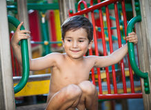 играть спортивной площадки мальчика Стоковые Изображения RF