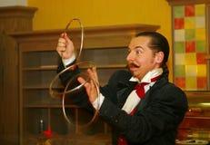 Играть с огнем - представление актером illusionist волшебник римский борщ Стоковое Изображение