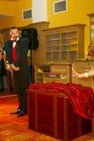 Играть с огнем - представление актером illusionist волшебник римский борщ Стоковое Изображение RF