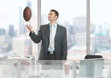 играть футбола бизнесмена Стоковое фото RF