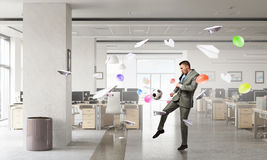 Играть футбол офиса Мультимедиа стоковая фотография rf