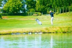 играть человека гольфа Стоковое Фото