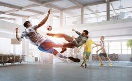 Играть шарик в офисе Стоковое Фото