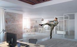 Играть шарик в офисе Стоковая Фотография RF