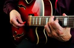 играть электрической гитары Сыграйте гитару Стоковые Изображения