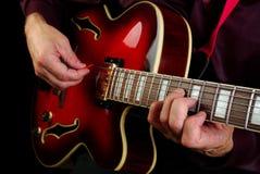 играть электрической гитары Сыграйте гитару Стоковые Изображения RF