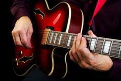 играть электрической гитары Сыграйте гитару Стоковое Изображение RF