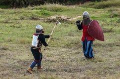 играющая Рол игра воссоздает сражения Монгол-татарского хомута в зоне Kaluga России 10-ого сентября 2016 стоковая фотография rf