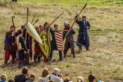 играющая Рол игра воссоздает сражения Монгол-татарского хомута в зоне Kaluga России 10-ого сентября 2016 стоковые изображения