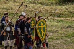 играющая Рол игра воссоздает сражения Монгол-татарского хомута в зоне Kaluga России 10-ого сентября 2016 стоковые изображения rf