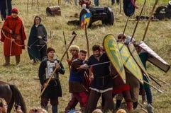 играющая Рол игра воссоздает сражения Монгол-татарского хомута в зоне Kaluga России 10-ого сентября 2016 стоковое изображение rf