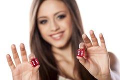 Играя в азартные игры девушка Стоковое фото RF