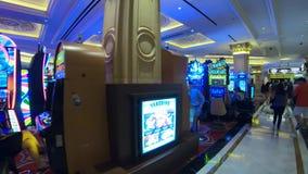 Играя в азартные игры зала в казино в Лас-Вегас - США 2017 акции видеоматериалы