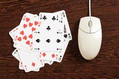 играя в азартные игры интернет Стоковая Фотография RF