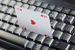 играя в азартные игры он-лайн покер Стоковое Фото