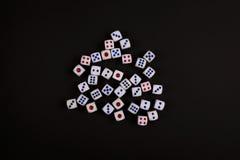 Играя в азартные игры черная концепция кости Стоковая Фотография