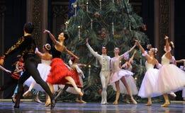Играя главные роли вызов актеров на сцену - Щелкунчик балета стоковые фотографии rf