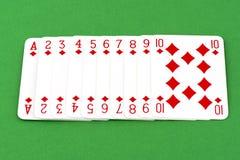 Играя карточка на зеленой таблице Стоковое Изображение
