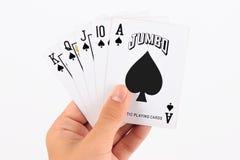 Играя карточки в руке изолированной на белизне Стоковые Изображения RF