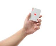 Играя карточки в руке изолированной на белой предпосылке Стоковое Изображение