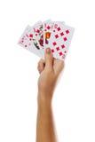 Играя карточки в руке изолированной на белой предпосылке стоковая фотография rf