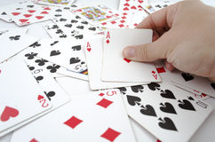 Играя карточки в руке Стоковое Изображение RF