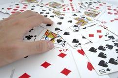 Играя карточки в руке Стоковое Фото