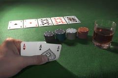Играя карточки на зеленой предпосылке Стоковые Изображения