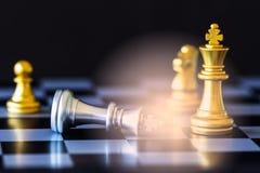 Игра возможности разума сражения шахмат стратегии на доске Стоковая Фотография