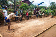 Игра в петанки игры Locals стоковая фотография rf