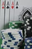 Игра в покер с обломоками на зеленой предпосылке Стоковое Изображение RF