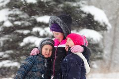 Игра в снеге стоковое фото rf