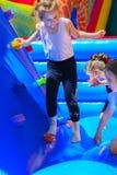 Игра детей на раздувной спортивной площадке ` s детей Стоковые Фотографии RF