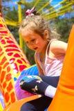 Игра детей на раздувной спортивной площадке ` s детей Стоковое Изображение