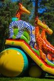 Игра детей на раздувной спортивной площадке ` s детей Стоковое фото RF