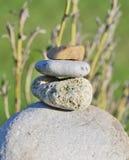 Игра детей с камнем, южная Богемия стоковая фотография