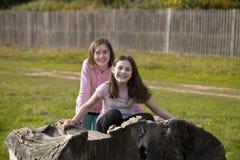 Игра 2 девушек претендует Стоковые Изображения RF