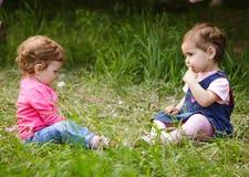 Игра 2 девушек Стоковое Изображение RF