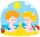 Игра детей на пляже бесплатная иллюстрация
