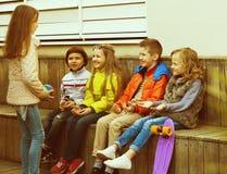 Игра детей с шариком Стоковое Фото