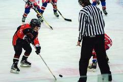 Игра команд хоккея на льде детей Стоковые Изображения RF