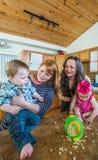 Игра матерей с их младенцами Стоковое Изображение