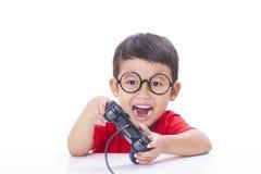 игра мальчика играя видео Стоковые Изображения
