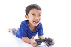 игра мальчика играя видео Стоковая Фотография