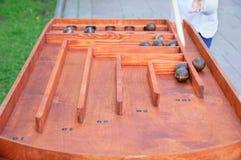 Игра металлических шаров на таблице стоковая фотография rf