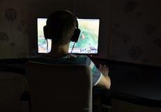 Игра молодого человека Стоковое Фото