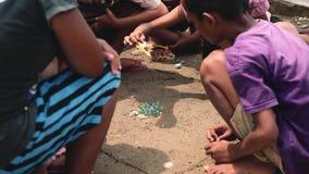 Игра мраморов, Индонезия игры детей видеоматериал