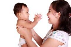 Игра младенца и мамы совместно стоковые изображения rf